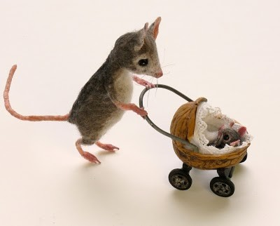 3d,illustration,baby,cute,miniature,mouse,nut-749bfb4ed287d6a76f3aeded24f6c931_h