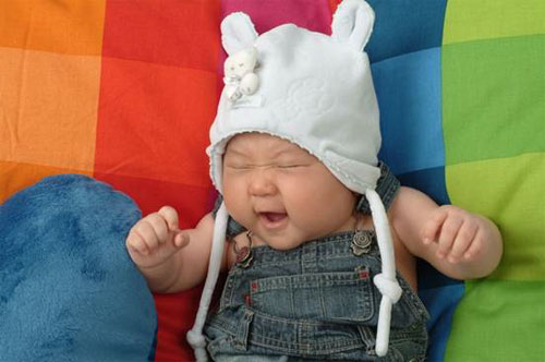 Cute baby yawing Picture
