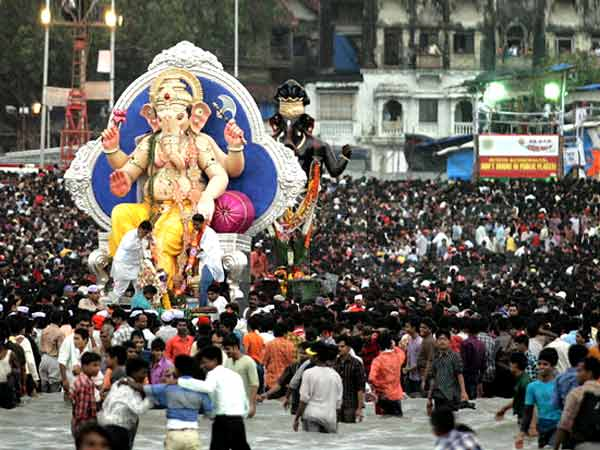 Big Crowd on Ganesh Chaturthi