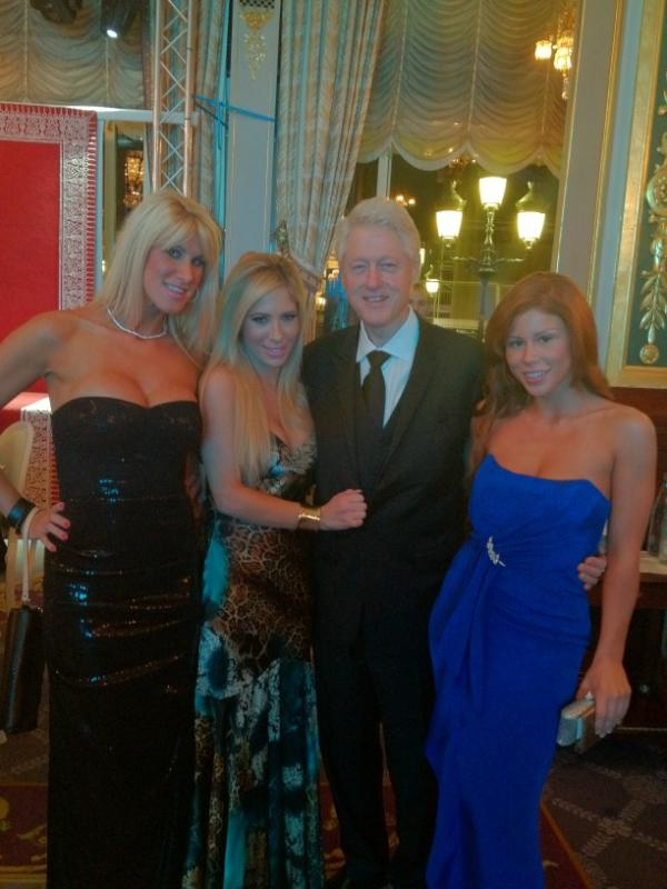 Bill Clinton with porn-stars in Monaco. Funny Men picture