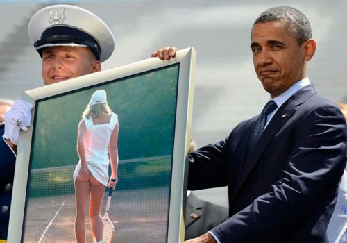 Obama holding a pic Funny Men Picture