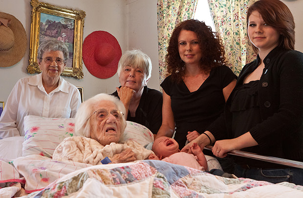 Six Generations of Living Daughters in One Group Portrait Funny People Picture